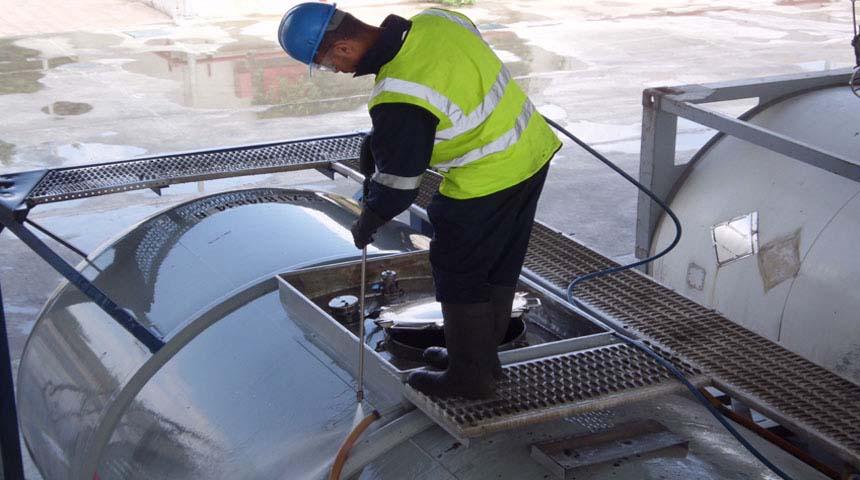شركة تنظيف خزانات بالرياض 0539501647